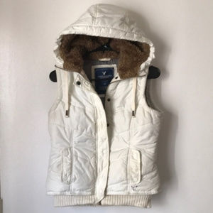 American Eagle white puff vest fur lined hood S